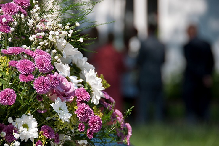 Canadiana's Simple Guide to Sympathy Flowers