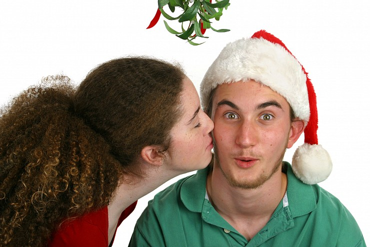 What is Mistletoe and Why do we Kiss Under it at Christmas?